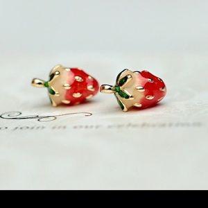 Jewelry - 🍓STRAWBERRY EARRINGS🍓